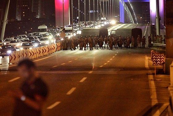 http://epoca.globo.com/tempo/noticia/2016/07/golpe-militar-na-turquia-o-que-sabemos-ate-agora.html