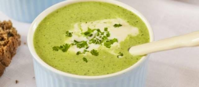 Een heerlijke calorie-arme soep. Voor mensen die niet zo van spinazie houden maar wel graag gezond willen eten ook een aanrader, want door de knoflook smaakt...