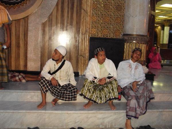 di Masjid Syaikh Holil Bangkalan Madura