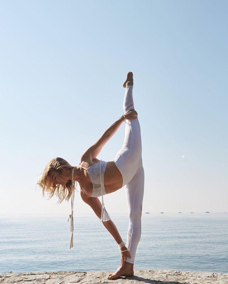 @caleyalyssa in The Goddess Bra #yoga #inspiration #aloyoga