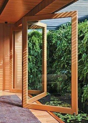 porta pantográfica de madeira e vidro