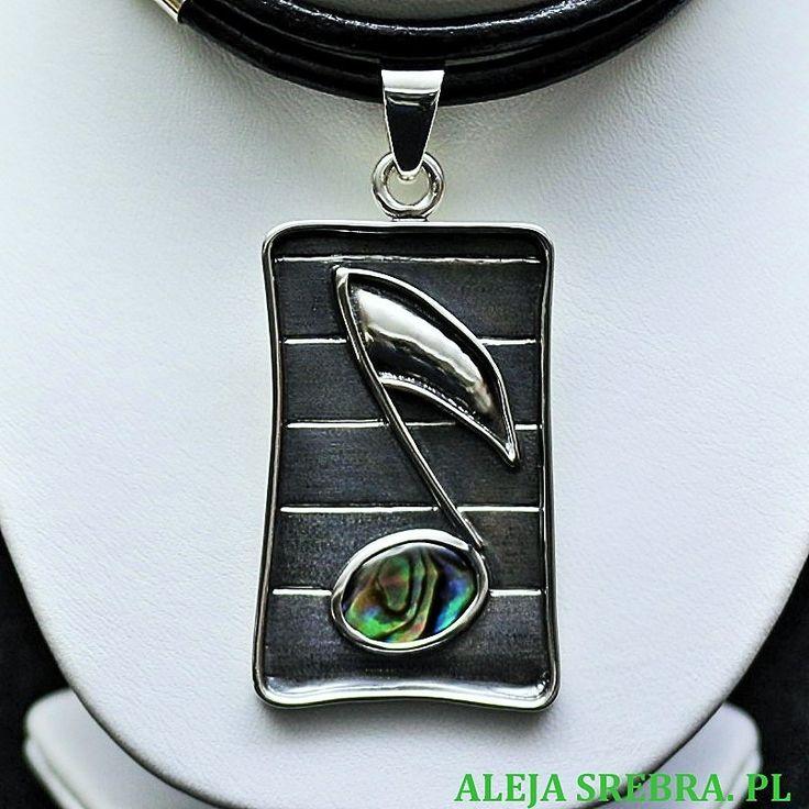 Srebrna biżuteria artystyczna. Biżuteria wykonana ręcznie ze srebra próby 925 oraz muszli i skóry. Naszyjniki srebrne, wisiory srebrne.