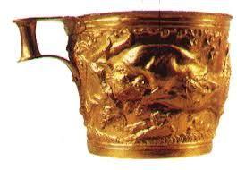 AUTORE: Ignoto NOME:Tazza di Vaphiò; DATAZIONE: XV secolo a.C.; MATERIALE E TECNICA: oro lavorato a sbalzo; LUOGO DI CONSERVAZIONE: Museo archeologico Nazionale, Atene