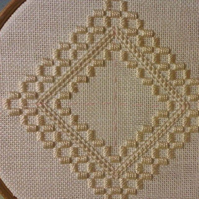 Adding cable stitches #hardangerembroidery #hardangersøm
