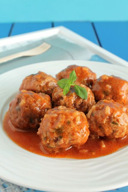Greek Meatballs with Rice in Tomato Sauce - Γιουβαρλάκια κοκκινιστά της μαμάς - The one with all the tastes