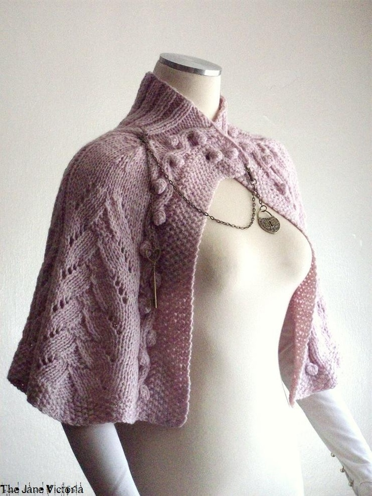 Knitted Capelet Pattern : 17 beste afbeeldingen over Gilets et ponchos tricot op Pinterest - Ravelry, W...