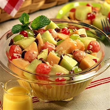 Buon appetito con l'insalata di frutta!