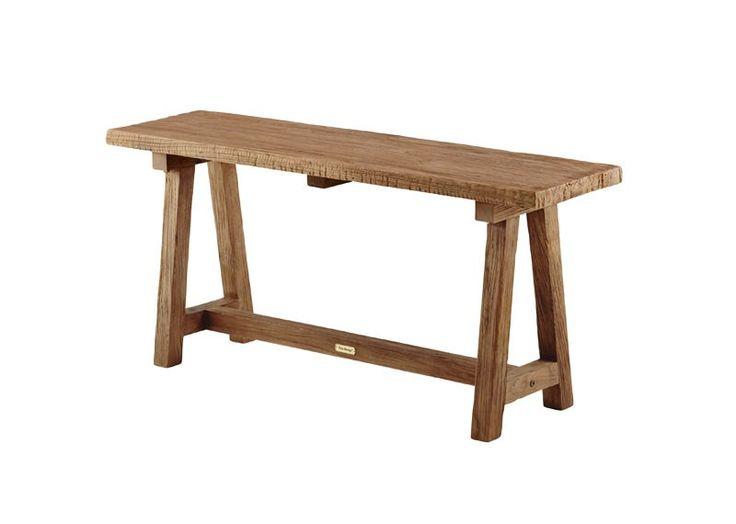 SIKA - Lucas bænk - Originals fra Sika Design -  Rustik bænk fremstillet i teak. Bænken kan anvendes mange steder - ved spisebordet, i køkkenet som ekstra siddeplads eller i stuen, hvor du kan henstille magasiner og en lampe på bænken, som giver indretningen et cool touch. Bænken passer perfekt til spisebord fra samme serie (SI00137).