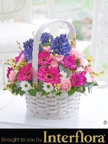 Scented Spring Basket with 125g Chocolates