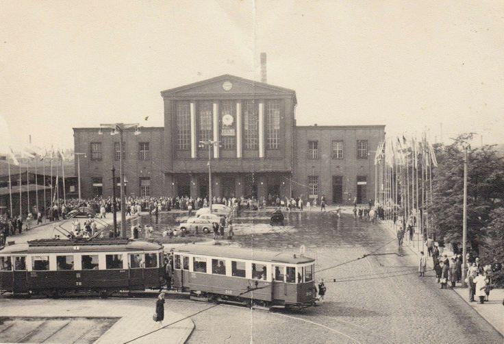 Tak to Niemiec wymyślił Zintegrowane Centrum Komunikacyjne, po obu stronach pociągi, a w środku przystanek tramwajowy! Proste, intuicyjnie, co?