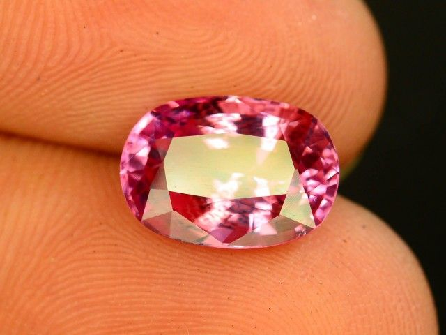 3.35 CT Untreated Sparkling Spinel~