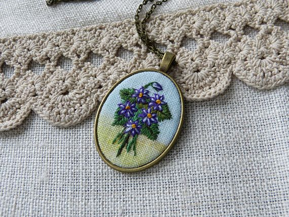 Embroidered violets necklace retro vintage style romantic