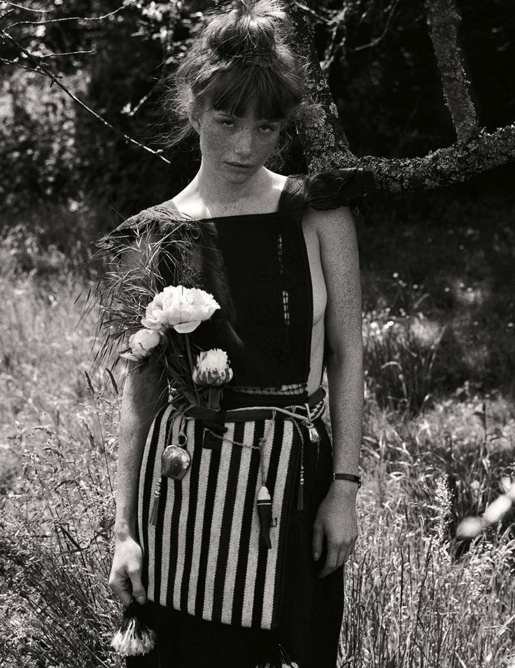 L'effrontée: Amanda Smith by David Burton for Elle France 07 August 2015 - Valentino Spring 2015 dress