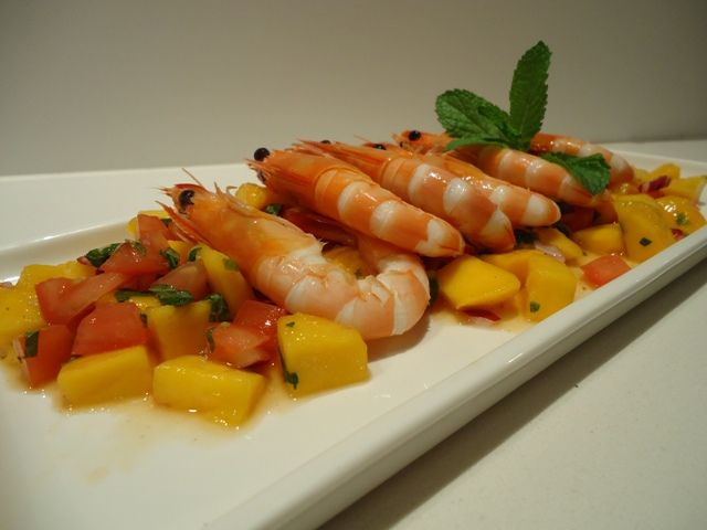 Fresh prawns with Mango Salsa