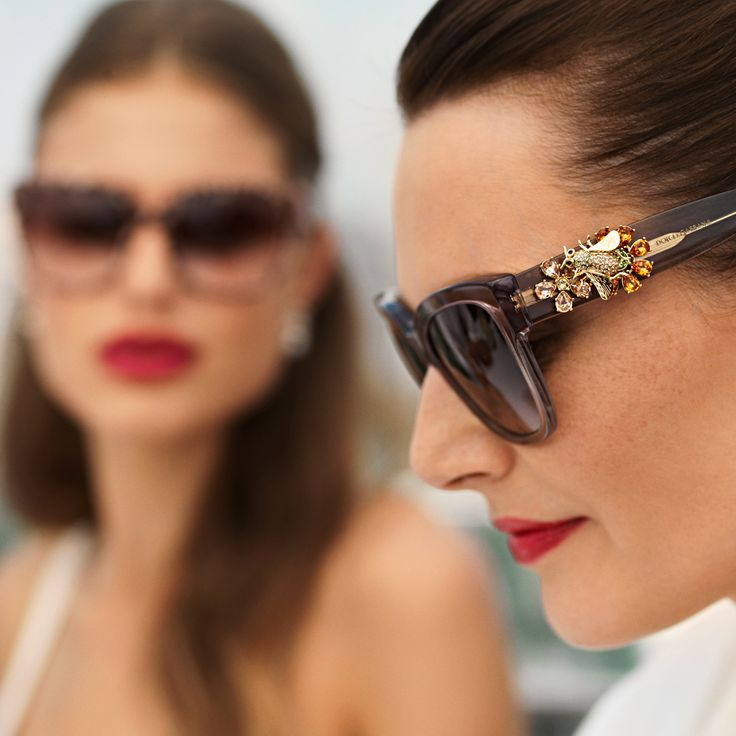 Håndlagte edelstender på #DolceGabbanas brillestenger