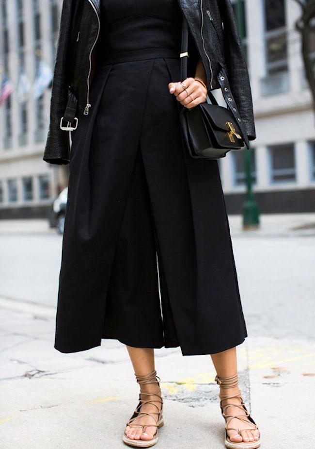 Incorporée au sein d'un look monochrome, la jupe culotte tire son épingle du jeu (jupe Tibi - blog Song of Style)