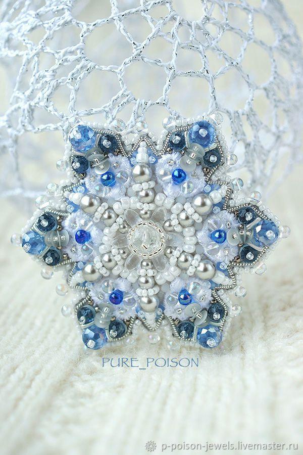 Купить Брошь Снежинка голубая в интернет магазине на Ярмарке Мастеров