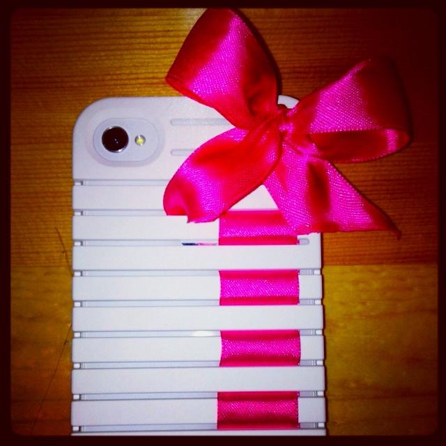My DIY iphone case!! Using pink ribbon ☺