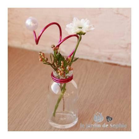 Marque place miniature avec bouteille en verre