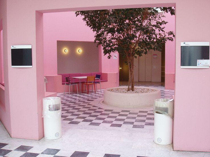 Copenhagen Business School pink interior. Photo by Jerzy Kociatkiewicz
