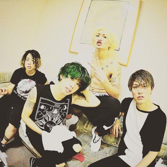 "svetikclub: 10969taka久しぶりにボロボロです。でも本当にありがとう横浜1日目!みんなのおかげ!tomo_10969横浜初日!アツすぎて意識とぶか思た。ありがとう!!明日もかますぞー!!!( *`ω´)ONE OK ROCK 2015 ""35xxxv"" Japan Tour (photo by Rui Hashimoto)"