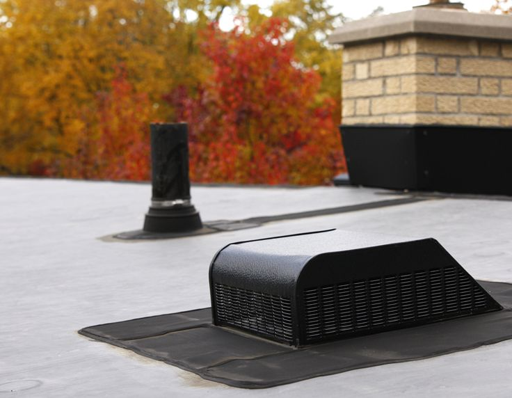 Remodeling a roof with a modern look, using flat rubber instead of shingles.