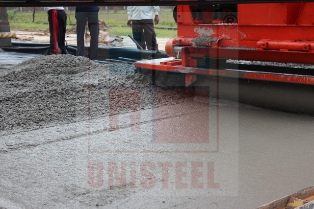 UNiSTEEL SRCP 750 Working in India at M.P., Working in 6 meter width for Concrete Paving on Road Project