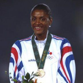 Marie-José Pérec | Marie-José Pérec, maman d'un petit garçon - Famili.fr Os guld 400 meter 1992 i Barcelona och 1996 i Atlanta.