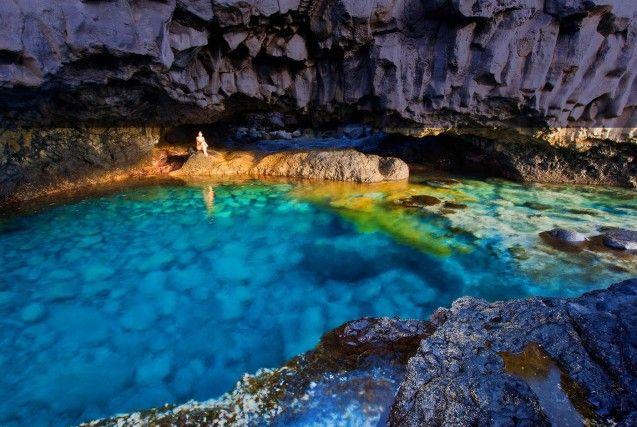 El Charco azul, una spettacolare piscina naturale sull'isola di El Hierro, la più selvaggia delle Canarie