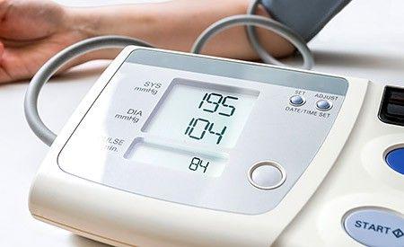 Wenn Sie Bluthochdruck haben, dann senken Sie ihn – aber auf natürliche Weise! Und seien Sie nicht überrascht, wenn die empfohlenen Massnahmen nicht nur ihren Blutdruck normalisieren, sondern andere Beschwerden damit ebenfalls verschwinden.