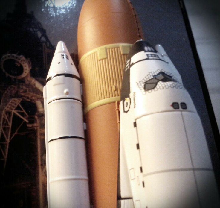 1/400 Space Shuttle Atlantis by Dragob. The Orbiter and SRBs are die cast, while the ET is plastics.