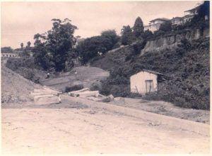 1937 - Abertura da avenida Nove de Julho. No canto esquerdo, parte do Belvedere Trianon. Fotos sem autoria conhecida, possivelmente de algum engenheiro da obra. Fotos localizadas na Internet por Luis Eduardo Salvucci Rodrigues.