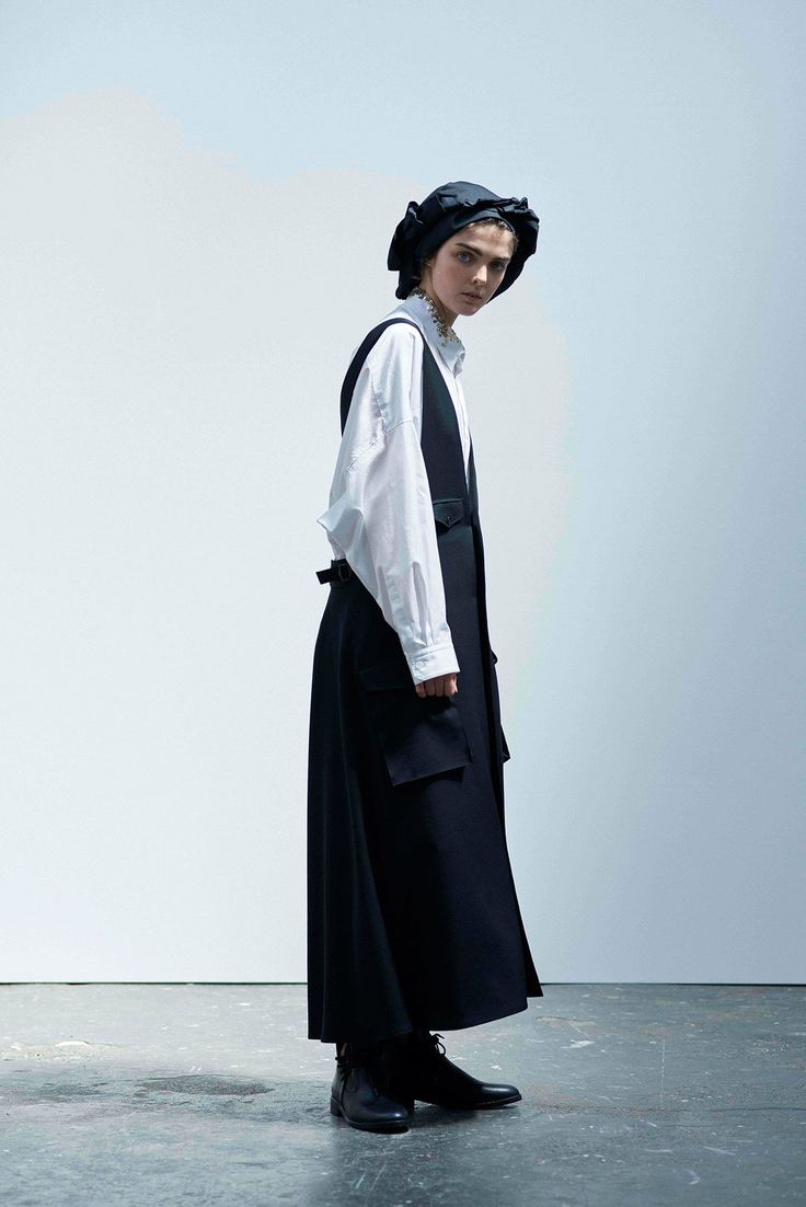 Y's Yohji Yamamoto Spring 2017 Ready-to-Wear Collection Photos - Vogue