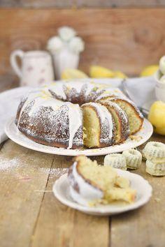 Zitronen Joghurt Gugelhupf - Lemon Yogurt Bundt Cake #lemon #zitrone #gugelhupf #bundtcake   Das Knusperstübchen