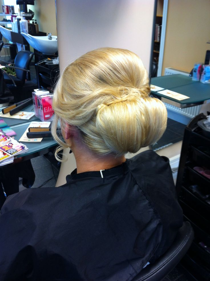 Beautiful blonde upstyle for medium to long hair /bun
