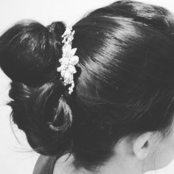 Classic bridal upstyle by Aisling Hamill  #bridalhair #weddinginspiration #weddinghair #classichair #hairaccessories  Hair by Aisling Hamill