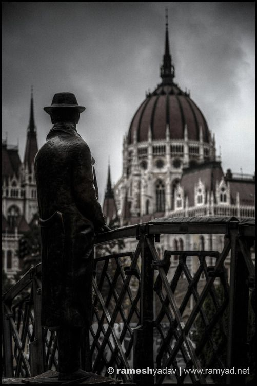 Statue of Nagy Imre looking over to Hungarian Parliament