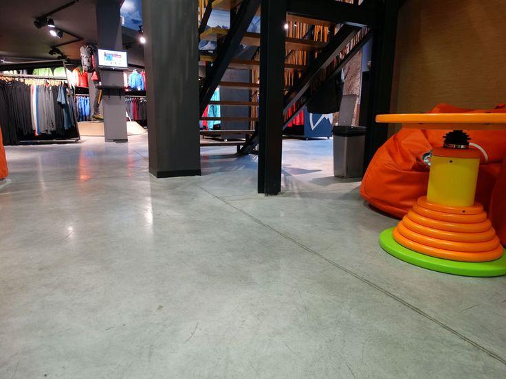 Posadzka betonowa Ultima Baufloor® w sklepie alpinistycznym w Gliwicach. Powierzchnia: 300 m2