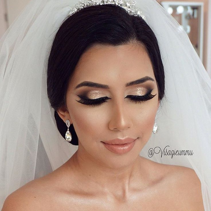 Bridal Makeup with a Golden touch ✨✨ Glammed up my beautiful Bride Seda  BridalStyling @Meltemkuafor Makeup by me #VisagieUmmu Hair accessoires @ummudogabeautysalon __ #UmmuDoga #VisagieUmmu  #BeautySalon #mostwanted #bestteam #quality #Rotterdam #Netherlands ❤️ ________________________  The place where your dreams come true ! ❤️ @UmmuDogaBeautySalon #mostwanted #Beautysalon  _____________________ #Bridal #Bride #quality #Contouring #Wedding #Makeup @anastasiabeverlyhills #anastasiabeverlyhi