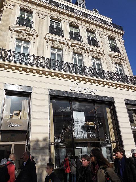 カルティエにも訪れたい。パリの見所のひとつシャンゼリゼ通りを集めました!