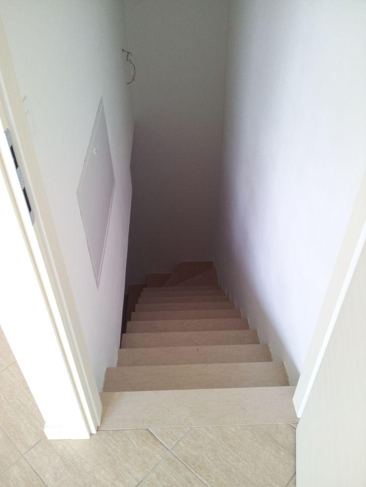 Scala in marmo per accesso diretto dal garage (solo per appartamento piano terra).