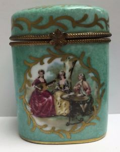 Antique-Sevres-19th-Century-French-Porcelain-Signed-amp-Hand-Painted-Trinket-Box
