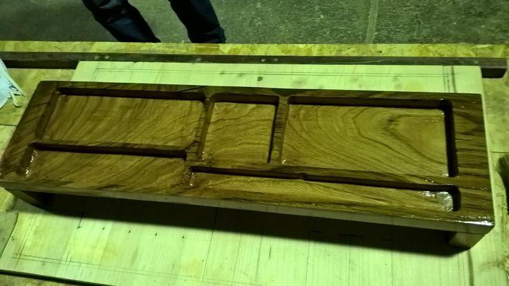 Portaoggetti per scrivania in legno di castagno interamente fresato a mano con finitura a olio