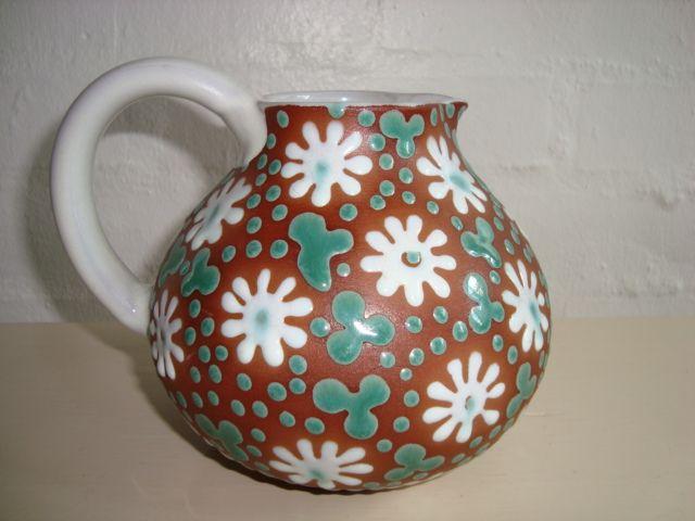 ZEUTHEN kande/jug. År/year 1940-50s. #ZEUTHEN #kande #jug #keramik #ceramics #pottery #danishdesign #nordicdesign #klitgaarden #tilsalg #forsale on www.klitgaarden.net.
