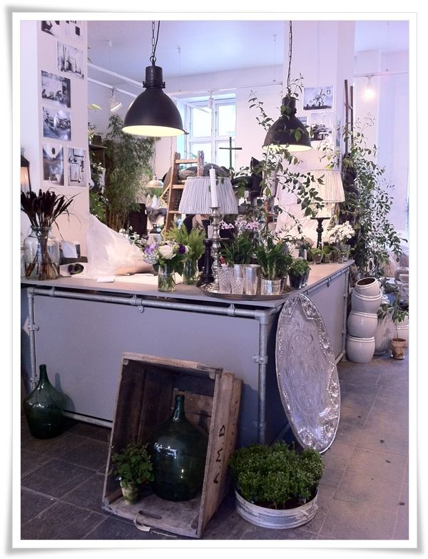 "flower shop | "" I rosens navnin"" | charlottenlund. @Tonja Patrick"