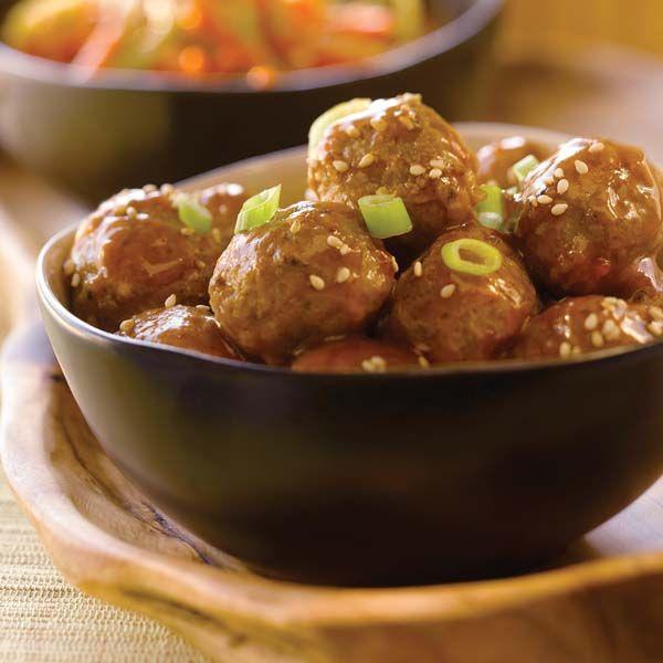 Verser la sauce pour sauté Général Tao VH®, l''eau, le miel et le jus d''orange dans un poêlon à feu moyen. Amener à ébullition. Ajouter les boulettes de viande congelées. Réduire le feu et faire mijoter, couvert, pendant 15 minutes, en remuant de temps en temps. Enlever le couvercle; poursuivre la cuisson pendant 5 minutes, … Continue reading Boulettes de viande éclair parfaites pour deux →