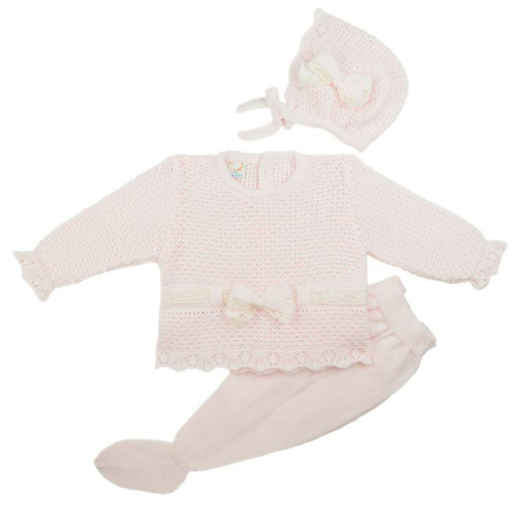 Gebreid babypakje met beige strikjes en mutsje  http://www.belito.nl/13_mac-ilusion