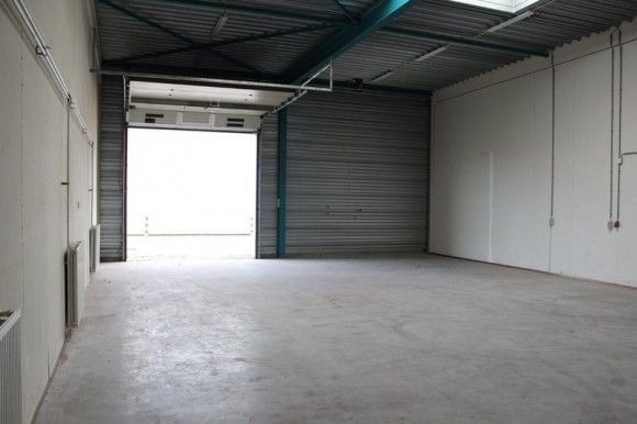 Bedrijfsruimte met kantoorruimte te huur aan de Rudolf Dieselweg 34 in Venlo . Betreft 235 m2 met een vraagprijs van € 1125,- per maand inclusief servicekosten. Reageer en kom direct in contact met de eigenaar. Bel 085-4013999  http://www.huurbieding.nl/huur/bedrijfsruimte/1-00988/venlo/rudolf-dieselweg-34.html   #bedrijfsruimte #kantoorruimte #tehuur #huren #Venlo #blerick #limburg  #ondernemers #mkb #dienstverlening #opslag #huurbieding #nederland #business #huurders #gezocht #bedrijfspand