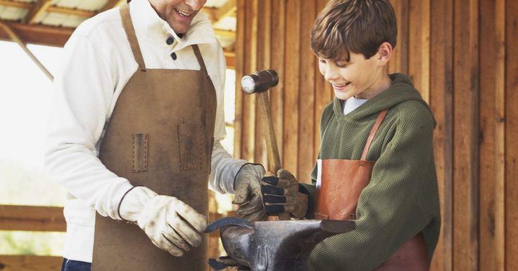 Una lista de herramientas artesanales de cuero y sus descripciones. Al iniciar la artesanía de cuero, ya sea como un pasatiempo o profesión, debes familiarizarte completamente con las herramientas y técnicas. Además, la fabricación de artículos de artesanía de calidad requiere utilizar las herramientas adecuadas. Afortunadamente, la artesanía de cuero en realidad no requieren de muchas herramientas y no son muy ...