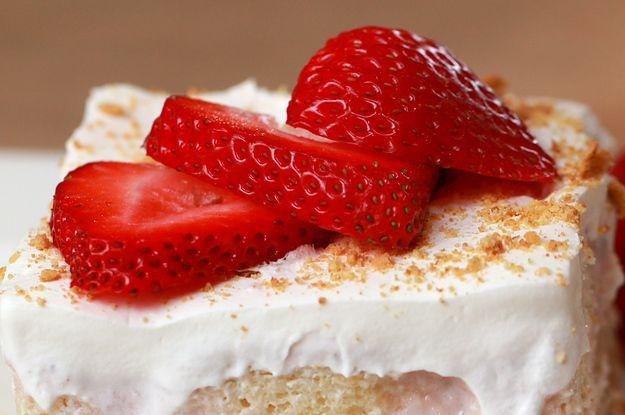 A versão 2.0 do bolo de morango da sua tia chegou!